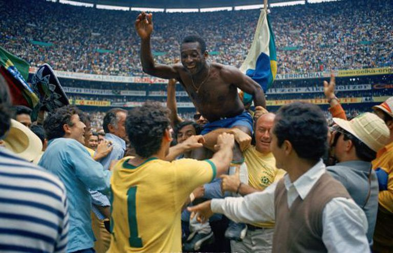 Pelé comemora conquista de 1970.