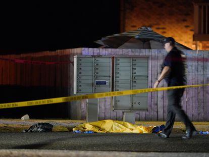 O cadáver de Michael Reinoehl, no chão, depois de ser abatido por um agente do FBI.