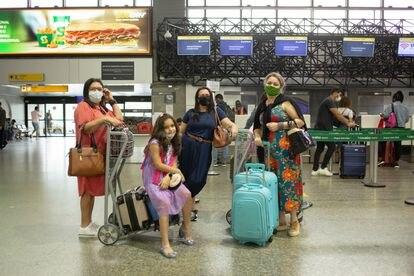 Luziana Santana (à direita) viajou de São Paulo para Aracaju, juntou com a filha e duas irmãs, para passar as férias com a mãe.