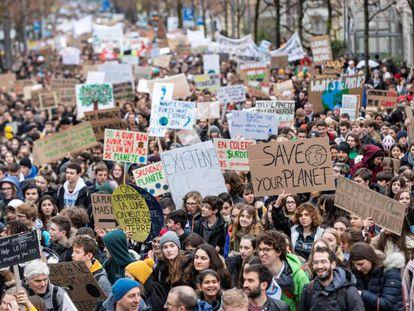 Milhares de estudantes em ato na Suíça nesta sexta-feira