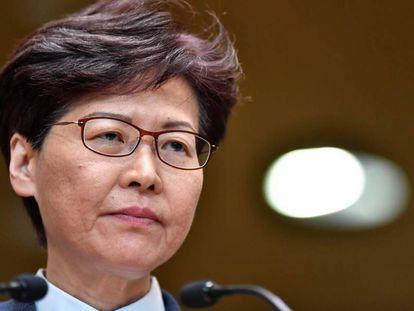 A chefa do Executivo hongkonés, Carrie Lam, dirige-se à imprensa, o 22 de julho, em Hong Kong.