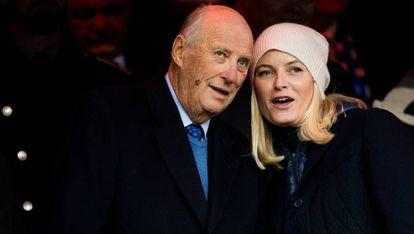 O rei Harald da Noruega e a princesa Mette-Marit, a princípios de dezembro.