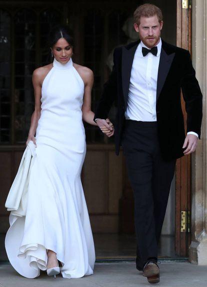 Meghan e Harry deixam Windsor para ir à recepção noturna de seu casamento em Frogmore House.