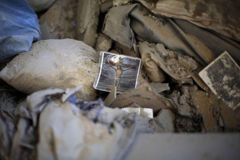 Uma imagem religiosa entre os escombros, em Gaza.