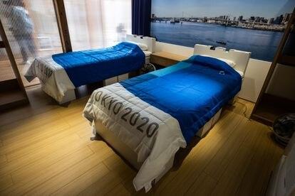 As camas para os atletas, fabricadas com material reciclável, na Vila Olímpica da Tóquio 2020.