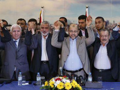 Membros das facções Hamas e a OLP anunciam a reconciliação.