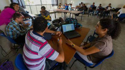 Estudantes colombianos.