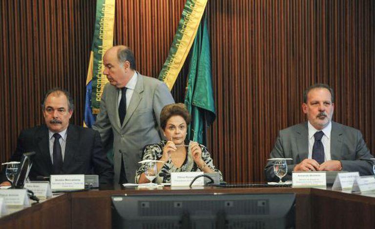 Mercadante, Dilma e o chanceler Vieira.