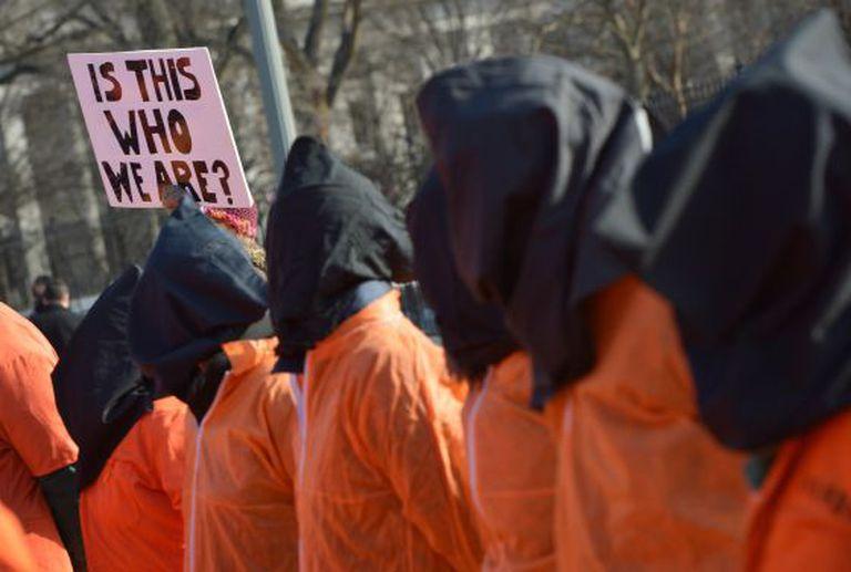 Protesto contra Guantânamo em frente à Casa Branca.