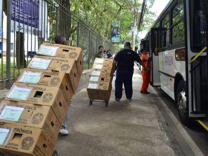 Transporte de urnas eletrônicas em Brasília.