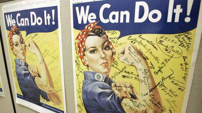 Um cartaz com a famosa imagem de Rosie, ícone da Segunda Guerra Mundial