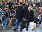 FILE PHOTO: Christmas shoppers wear mask and fill Cologne's main shopping street Hohe Strasse (High Street) during the spread of the coronavirus (COVID-19) pandemic in Cologne, Germany, 12, December, 2020.  REUTERS/Wolfgang Rattay/File Photo