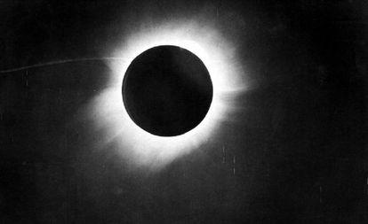Imagem do eclipse solar de 29 de maio de 1919 tomada no Brasil