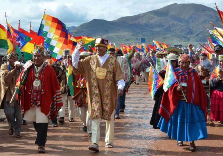 Morales, em posse 'ancestral', com ritos indígenas, na Bolívia.