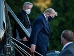 White House Chief of Staff Mark Meadows (L) watches as US President Donald Trump (C) walks off Marine One while arriving at Walter Reed Medical Center in Bethesda, Maryland on October 2, 2020. - President Donald Trump will spend the coming days in a military hospital just outside Washington to undergo treatment for the coronavirus, but will continue to work, the White House said Friday (Photo by Brendan Smialowski / AFP)