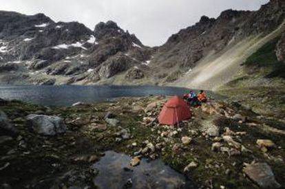 Acampamento feito durante o circuito de trekking Dentes de Navarino, na Terra do Fogo.