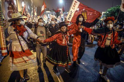 Simpatizantes do esquerdista Pedro Castillo participam de uma mobilização no sábado passado em Lima.