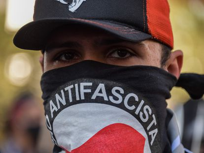 Manifestante em protesto na avenida Paulista no último domingo.