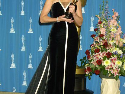 O de Julia Roberts é um dos vestidos mais emblemáticos de todos os tempos. Em 2001, ano em que ganhou a estatueta por seu papel em 'Erin Brockovich - Uma Mulher de Talento', também levou o título de mais bem vestida da noite com esse Valentino.
