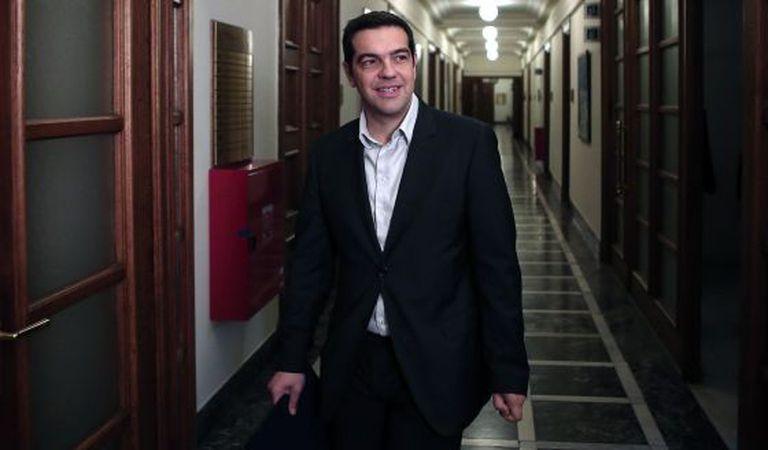 Tsipras chega para a reunião ministerial de sábado em Atenas.
