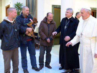 Papa Francisco com os três convidados.