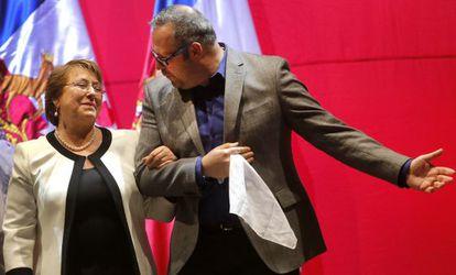 Michelle Bachelet e seu filho Sebastián Dávalos em dezembro.