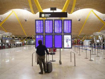 Interior do terminal 4 do aeroporto de Barajas, em Madri.
