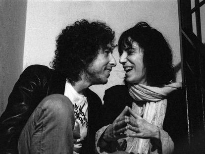 Dylan e Patti Smith, em 1975.