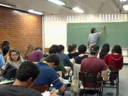 Brasil encara a batalha para prosperar no ensino médio
