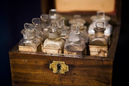 O estojo de primeiro-socorros que Florence Nightingale utilizou durante seu trabalho como enfermeira na Guerra da Crimeia.