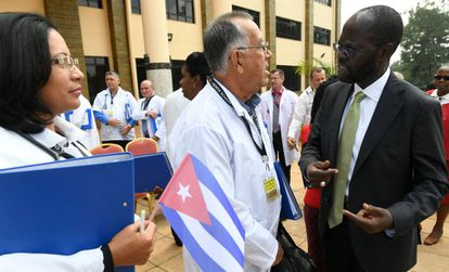 A recepção do Quênia de 100 médicos cubanos, em junho de 2018.
