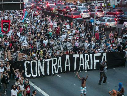 Manifestantes na zona leste de São Paulo.