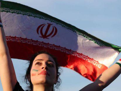 Uma torcedora iraniana durante o jogo entre Irã e Marrocos.