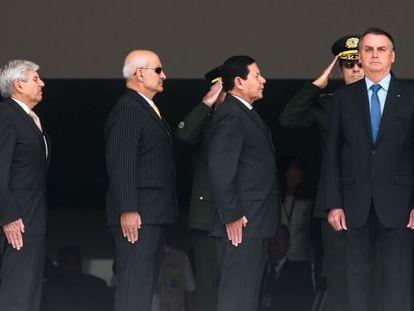 O vice presidente, General Hamilton Mourão e o presidente Jair Bolsonaro, participam da cerimônia da troca da Guarda Presidencial