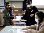 Electoral workers assist voters at a polling station during the first round of mayoral elections, in Paris, as France grapples with an outbreak of coronavirus (COVID-19) spread, March 15, 2020. REUTERS/Benoit Tessier