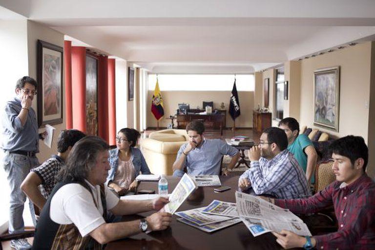 Imagem da redação do jornal 'La Hora'.