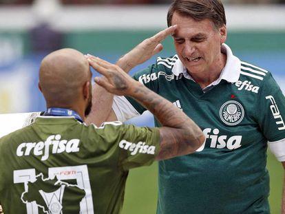 Felipe Melo bate continência para Bolsonaro em festa do título do Palmeiras.