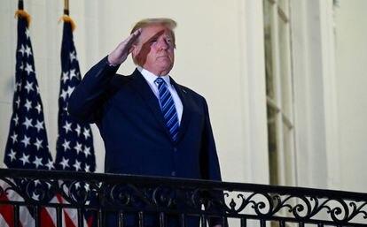 O presidente Trump ao chegar à Casa Branca na segunda-feira.
