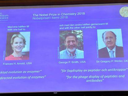 Momento do anúncio dos três ganhadores do Nobel de Química de 2018