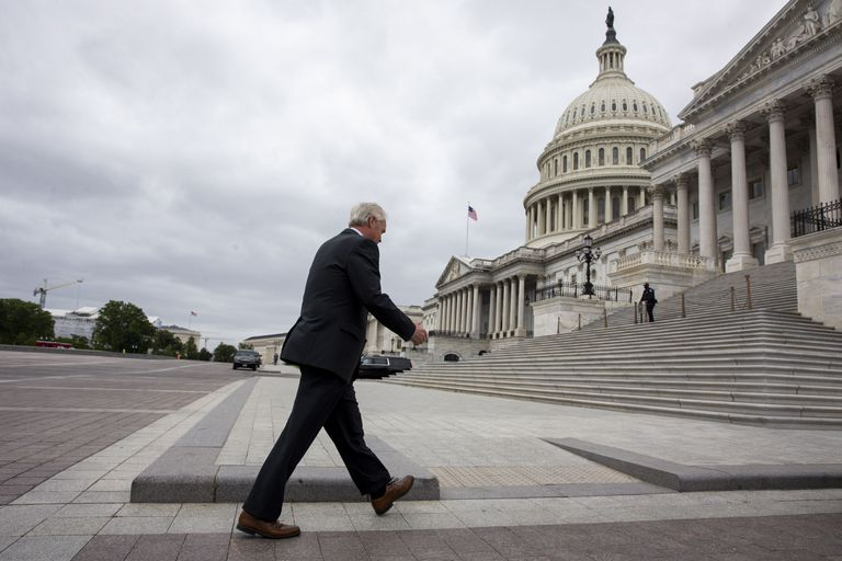 O senador republicano Ron Johnson, presidente do Comitê de Segurança Interna do Senado, ao chegar ao Capitólio na quarta-feira.
