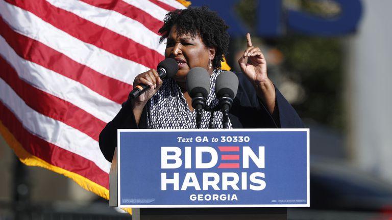 Stacey Abrams, durante um discurso em Atlanta (Geórgia).