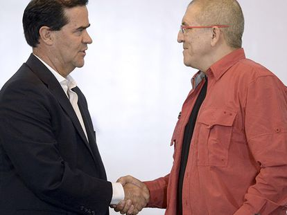 Frank Pearl e Antonio García no momento do anúncio do acordo