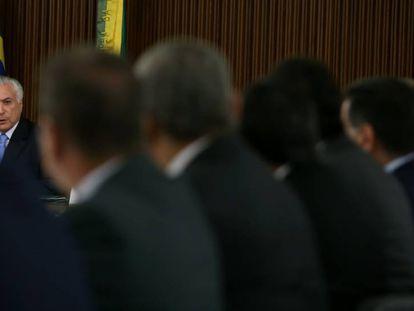 Temer durante reunião com os governadores.