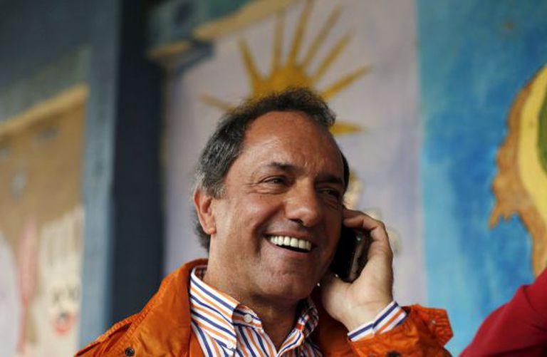 Daniel Scioli ao telefone depois da votação de domingo.