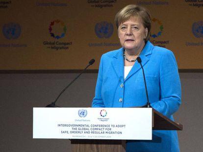 O chanceler alemã Angela Merkel durante sua intervenção. Em vídeo, a intervenção do presidente do Governo espanhol, Pedro Sánchez.