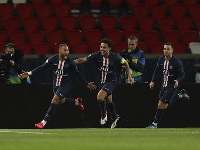 Neymar, Marquinhos e Sarabia comemoram primeiro gol do PSG.