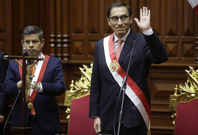 Martín Vizcarra sno Congresso depois de fazer o juramento como novo presidente de Peru.