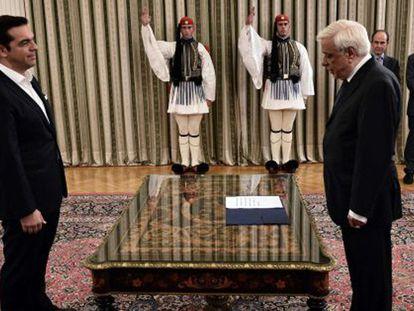 A fraca maioria de Tsipras questiona viabilidade do futuro Governo grego