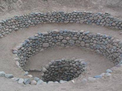 Entrada de um 'puquio' em Nazca, no Peru.