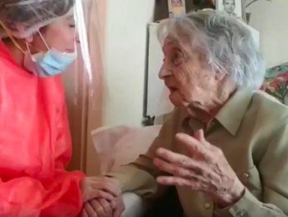 María Branyas, de 113 anos e considerada a mulher mais longeva da Espanha, na casa de repouso de Olot (Girona), onde mora.